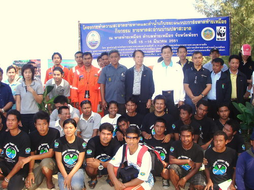 etc students in a joint cleanup of similan islands with green fins.jpg
