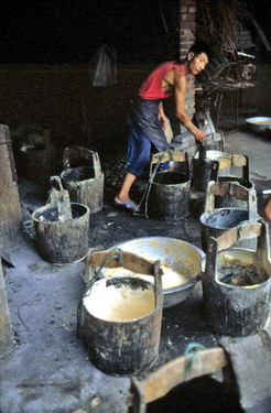 bile buckets in a typical bear farm..jpg