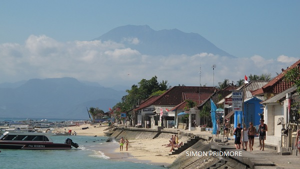 The view of Mount Agung from Lembangan Island.