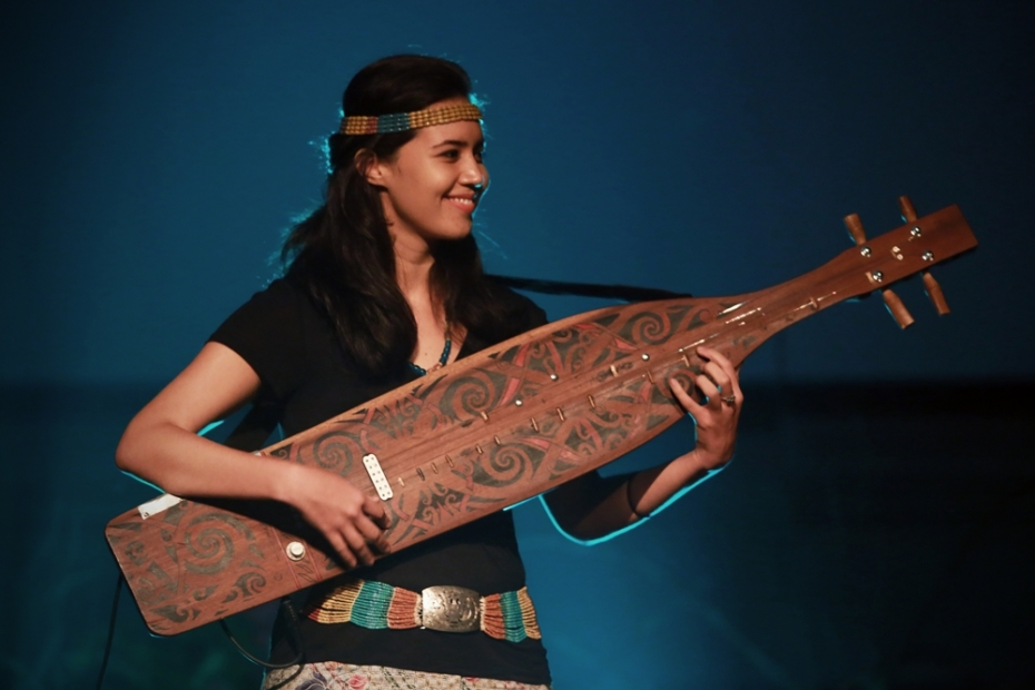 Alena Murang sings as she plays the sape bringing the oral tradition of the Kenyah and Kelabit people from Ulu Baram alive.