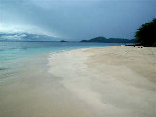 White sands and crystal clear waters at Pujada Island