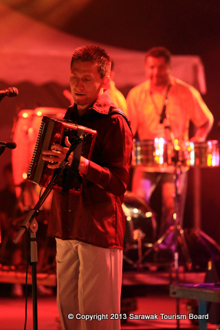 Accordionist Alberto (Beto) Jamaica would love to show the world just how beautiful the Colombian Vallenato is and hopes to perform at more festivals.