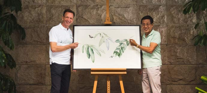 © Banyan Tree Media. Mike Barclay of Mandai Park Holdings (left) and Ho Kwon Ping of Banyan Tree unveil a new resort approach in Singapore embracing eco-friendly principles.