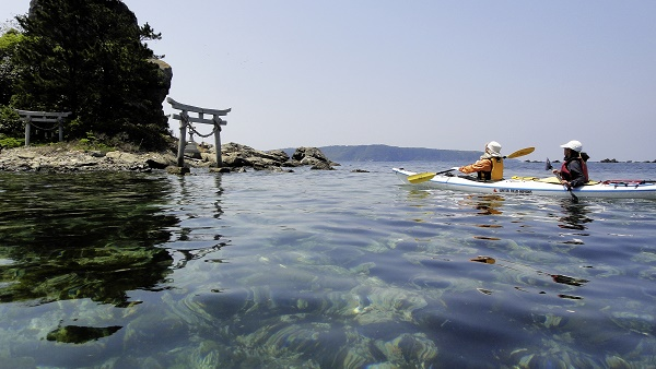 Kayaking in the Sea of Japan is a low impact form of travel to visit the sacred islands of the Shinto shrine in Abu, Yamaguchi. Image: Spirit of Japan Travel