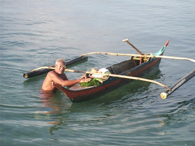 Small-time fishermen are a dying breed as farms become more common. Courtesy H.D.Tacio.