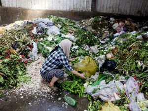Singapore's food wastage provides a shocking 800,000 tonnes of non-recyclable rubbish. Photo by Reuters.