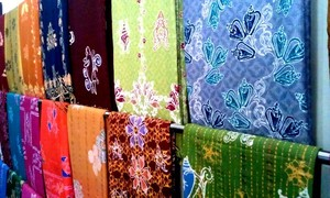 Batik scarves are good souvenirs in Tanjung Pinang.