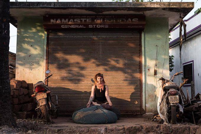 Anu Jalonen on hakenut joogaoppinsa Intiasta. (Kuvat: Susanna Selin Photography)
