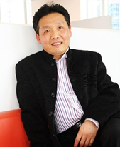 吴欢   中国人民政治协商会议委员;  世界华人美术家收藏家联合会会长;  中国人权发展基金会国际艺术家联盟主席。