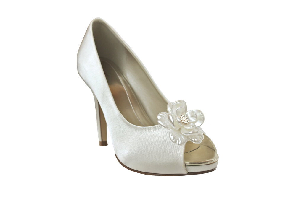 hannah bridal shoe flowers.jpg