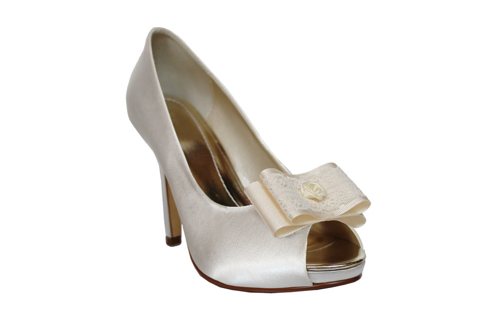 leone bridal shoe clip on shoe.jpg
