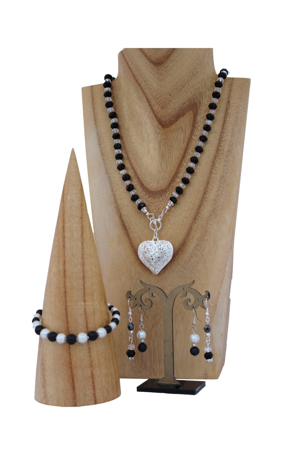 black and crysatl jewellery set.jpg