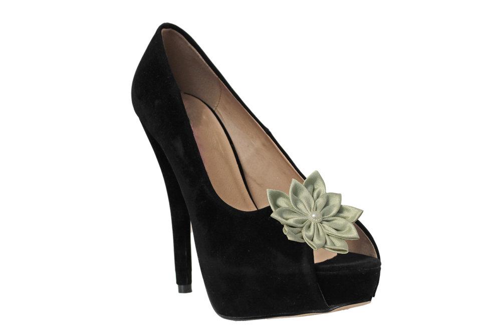green flower shoe clip on shoe.jpg