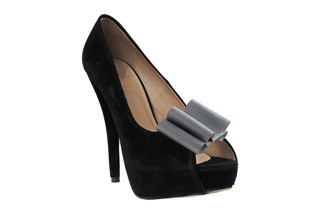 silver cadha shoe bow on shoe.jpg