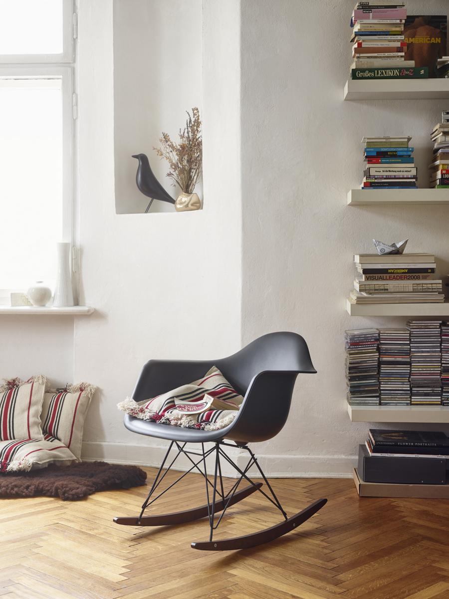 Eames Plastic Armchair RAR_1097277_master