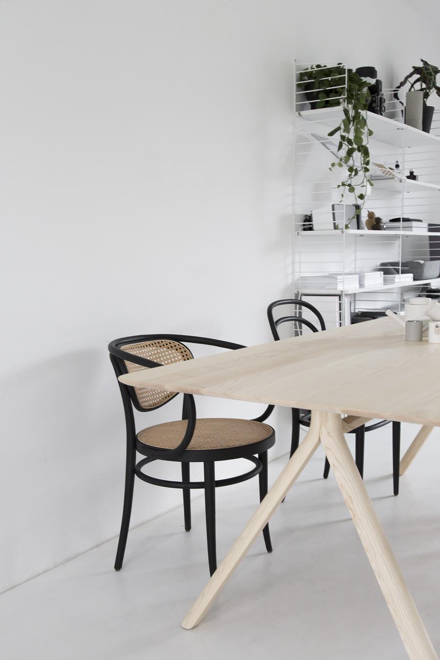 thonet-table-©-beeldSTEIL-Wen-van-Woudenberg-3
