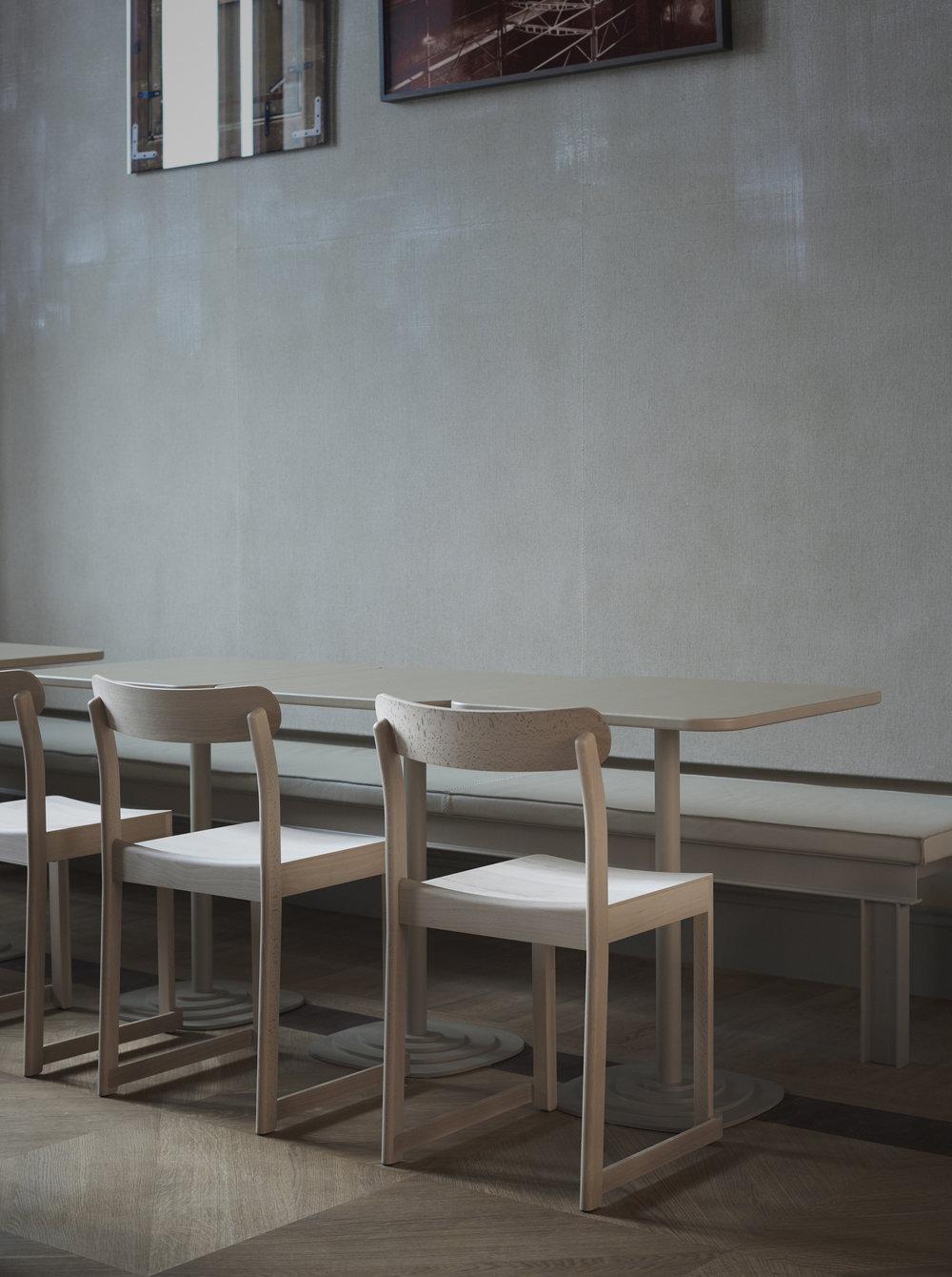 Artek_Atelier-Chair_natural_rest_TAF_NM_photo_Nationalmuseum-Pia-Ulin.jpg