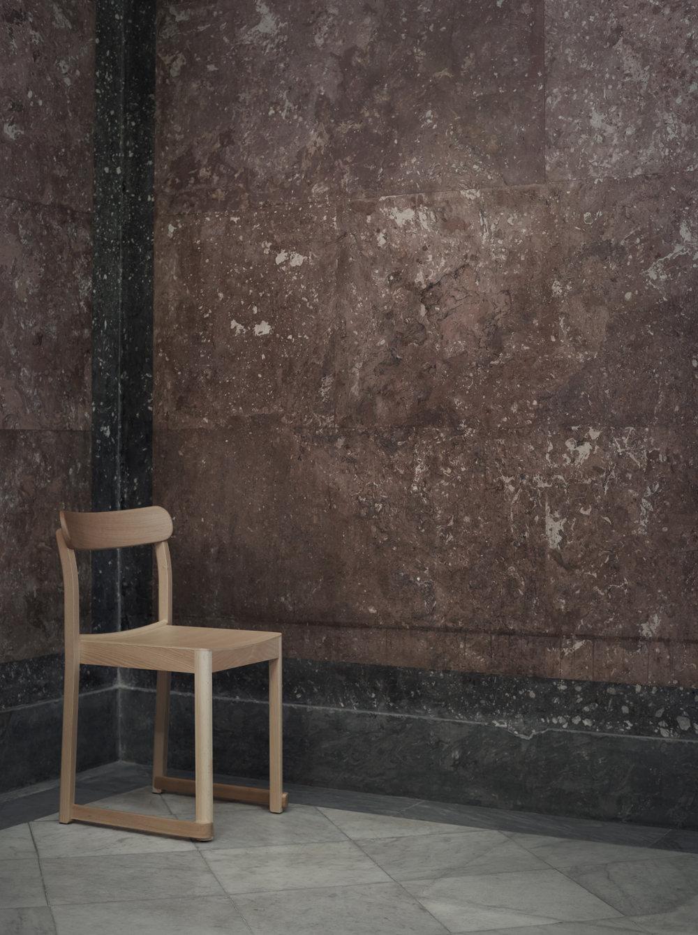 Artek_Atelier-Chair_natural_TAF_NM_photo_Nationalmuseum-Pia-Ulin.jpg