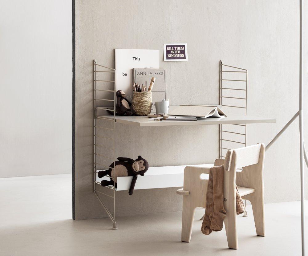 string-system-kidsroom-beige-white-desk_landscape.jpg