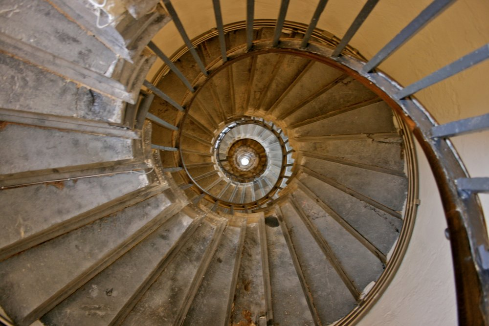 The_Monument,_London_-_Staircase.jpg