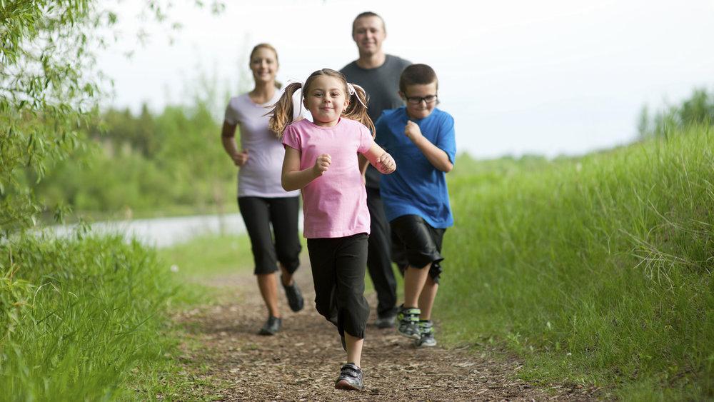 2D274905957935-today-family-jogging-140527.jpg
