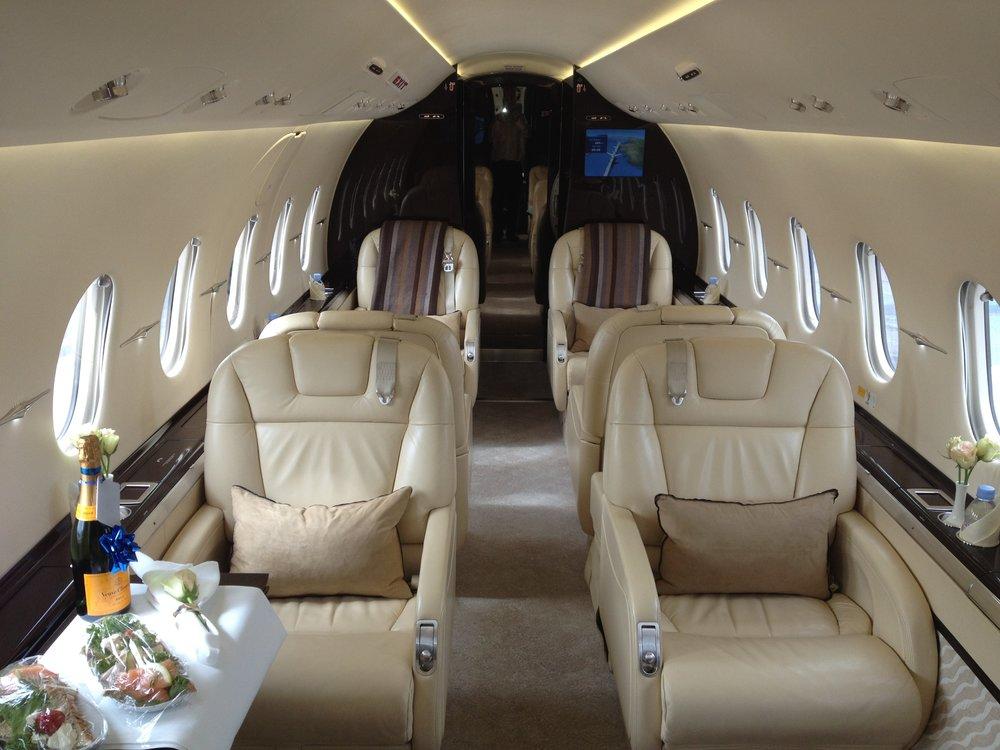 Hawker 4000 Interior.JPG