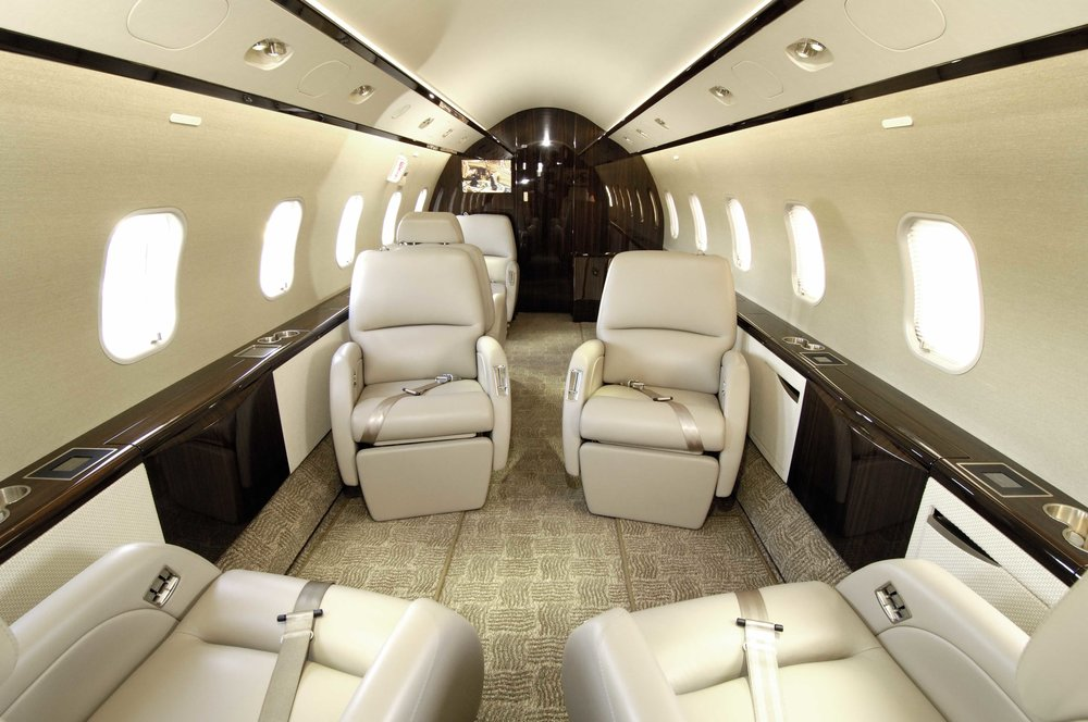 Challenger 300 cabin 4.jpg