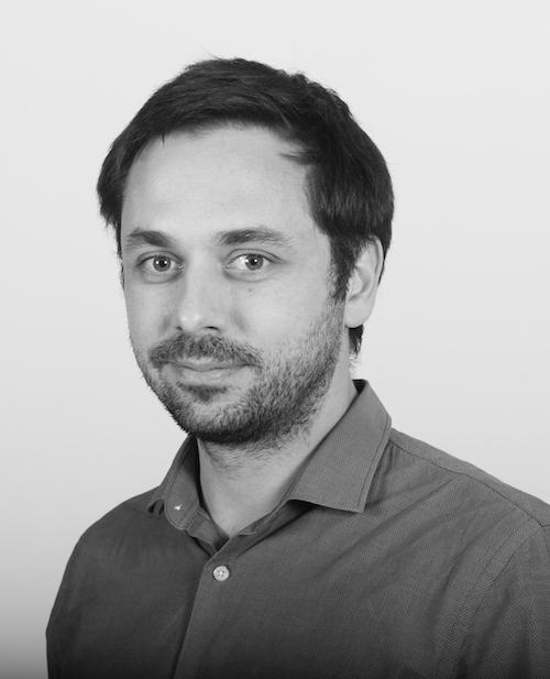 Arnaud VERLET - Ancien responsable de la matériauthèque de chez Wilmotte & Associés, Arnaud accompagne depuis des années les architectes et les designers à passer du projet à la réalisation. Il met maintenant son savoir-faire et son réseau au service de tous les professionnels.