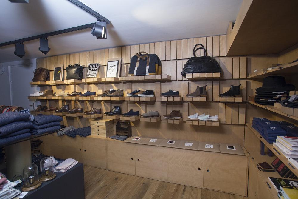 Agencement de magasin en bois sur-mesure