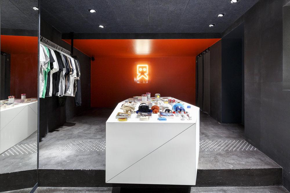 agencement-boutique-besides-kimchi-hopfab-bois-acier-6.jpg