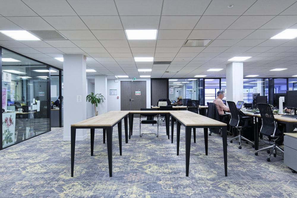 tables de bureaux bois massif et metal