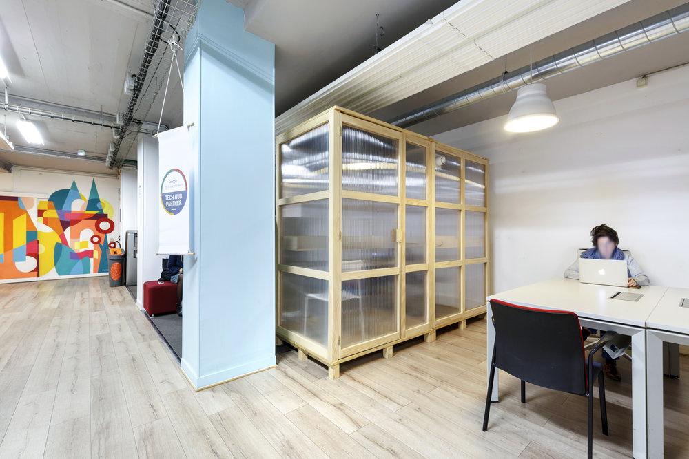 NUMA   Conception et réalisation de cabines téléphoniques solo et duo