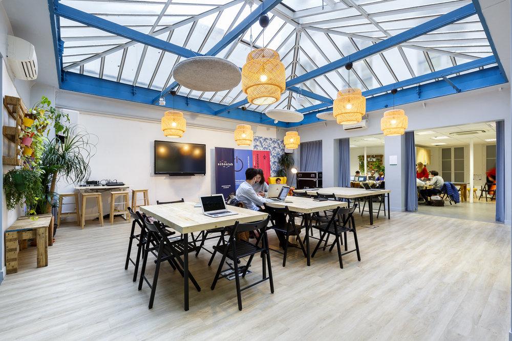SCHOOLAB   Fabrication de tables pliantes pour l'espace de coworking