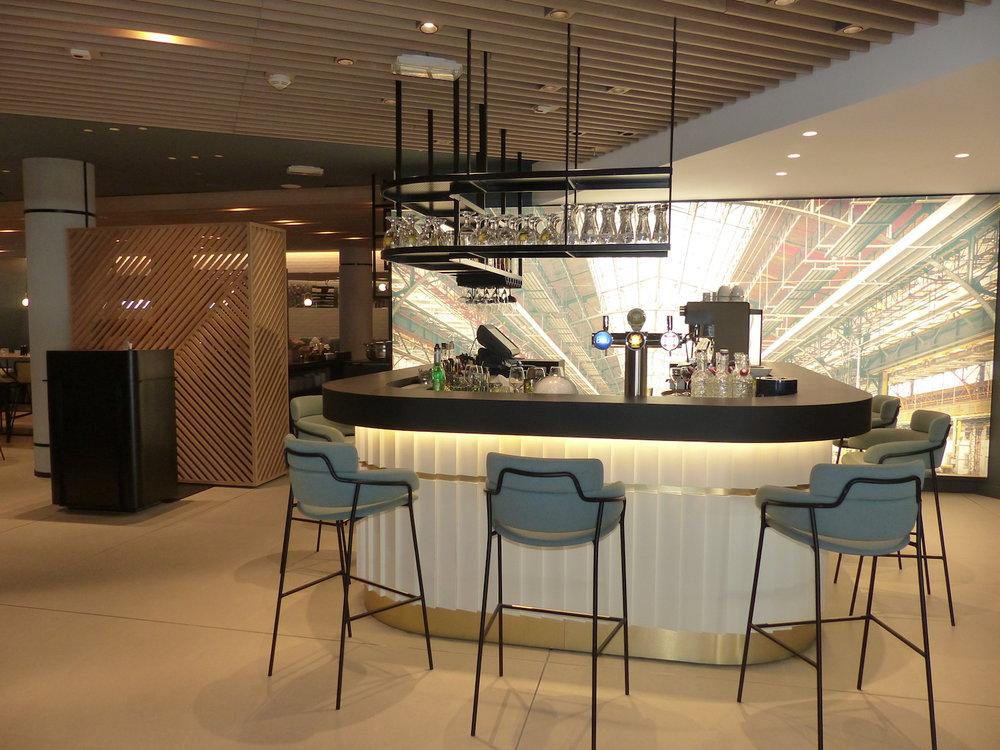 Agencement de bar hotel Marriott par Hopfab