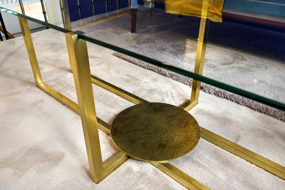 Mobilier de luxe - table laiton - artisan qualité - boutique augustinus bader