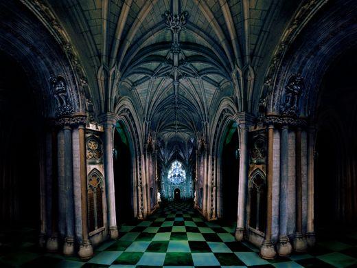 http_%2F%2Fwww.pantomusicals.co.uk%2Fdracula%2Fdigital%2F0201_castleinterior.jpg