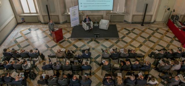 Massimiliano Archiapatti con Fabrizio Ruggiero durante una delle ultime conferenze stampa di Aniasa