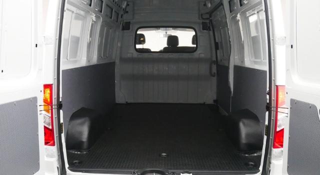 maxus-ev80-lcv-elettrico-interni-posteriore.jpg