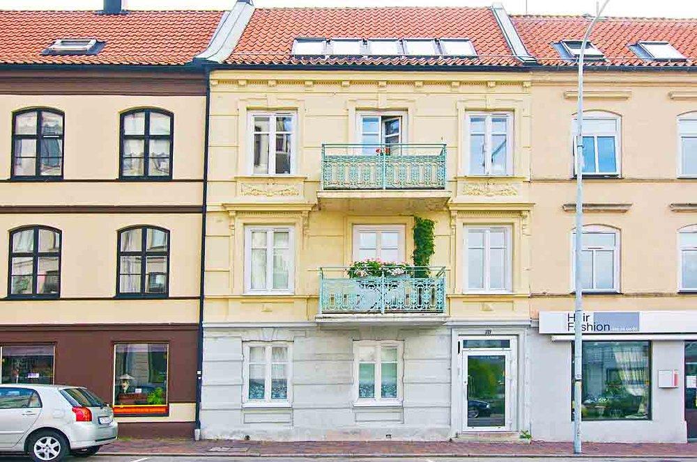 """Drottninggatan - Helsingborg - """"Jenny är en ambitiös mäklare med en bred kompetens inom de område av betydelse för en lyckad försäljning. Hon är väldigt företagsam och hjälpte mig även aktivt med att hitta nytt boende.""""-Carin Åkerberg"""