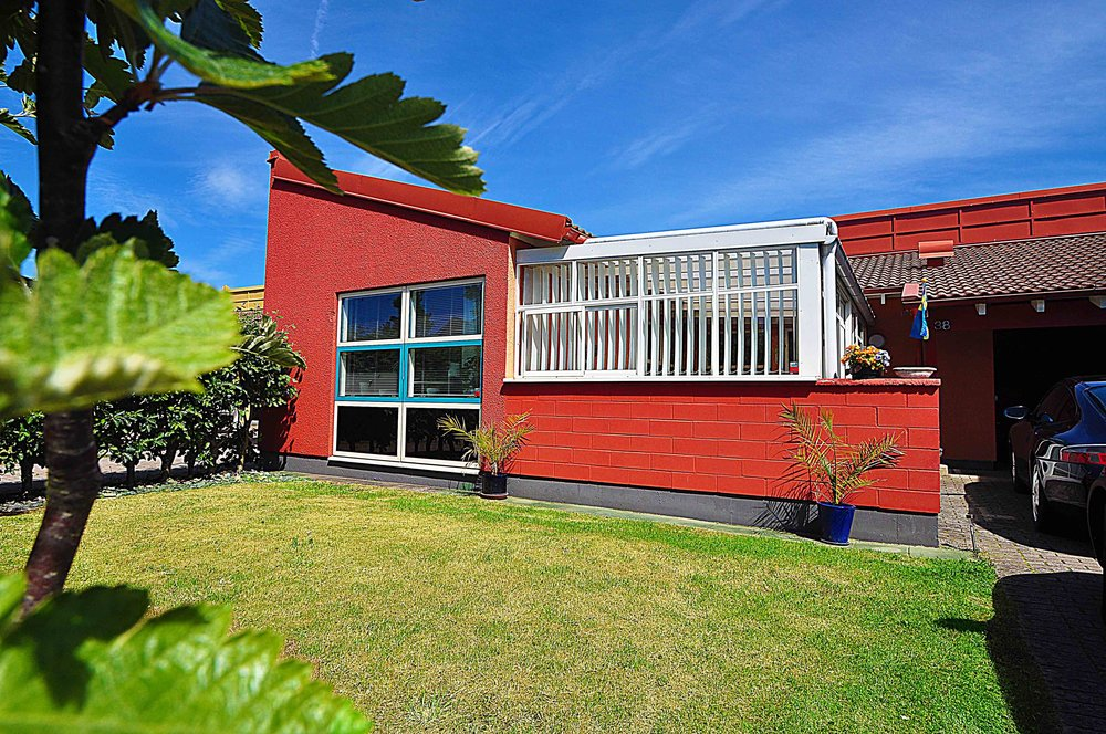 Sadelvägen - Laröd - Enplans bostadsrättsradhus om 80 kvm, 3 rok, med spännande arkitektur. Uterum, lagom stor trädgård och promenadavstånd till strand och hav.Pris: Sålt