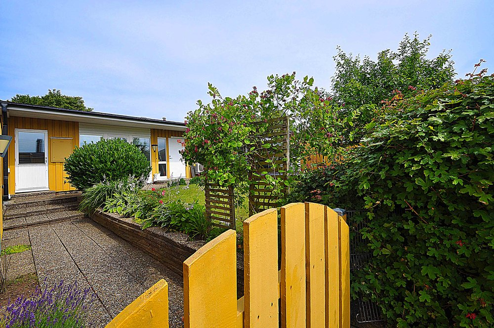 Ansgarsvägen - Glumslöv - Garanterad boglädje i Glumslöv - perfekta familjevillan i ett plan med atriumkänsla och gröning till granne. Dubbelgarage och separat förråd. Boarea: 144 m²Pris: Sålt