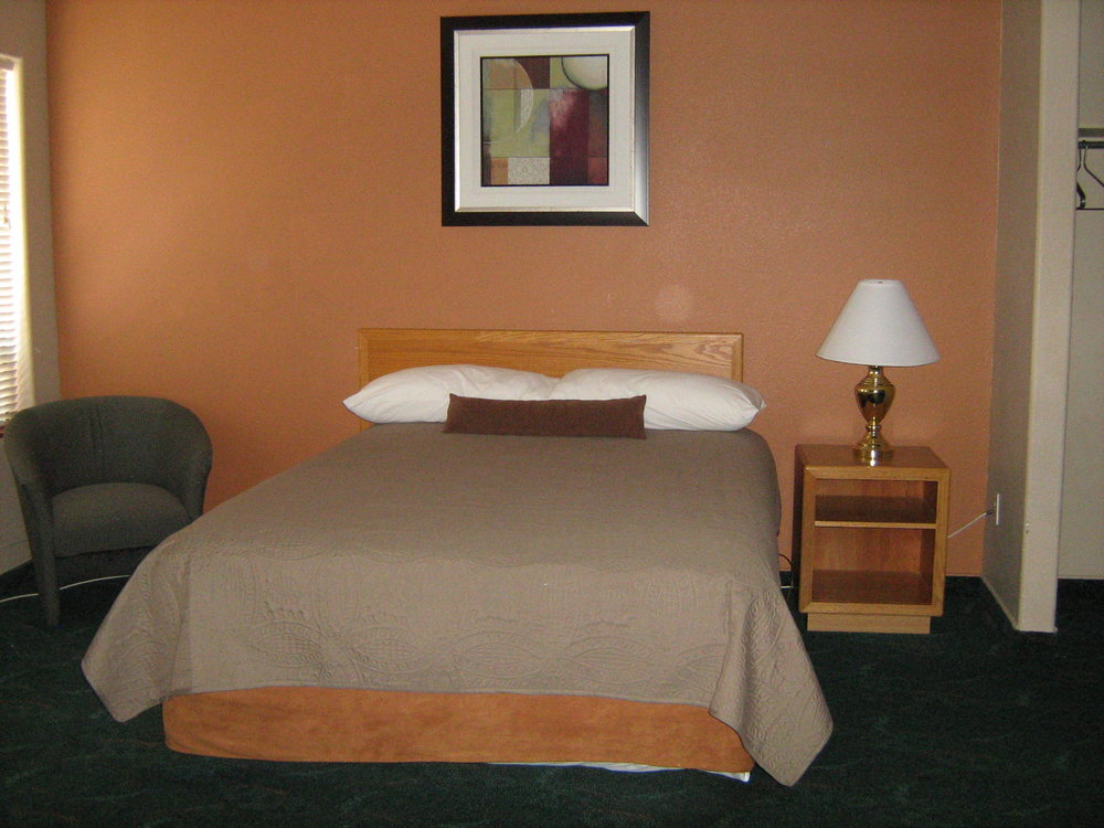 Queen/Double Bed Single - 1 Person: $81.002 People: $86.00