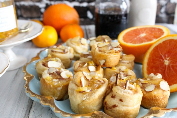 mini almond cinnamon buns © Bianca Garcia