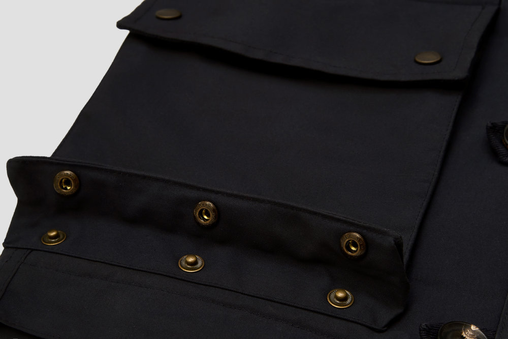 The main pockets can be expanded - ideal when space is limited.