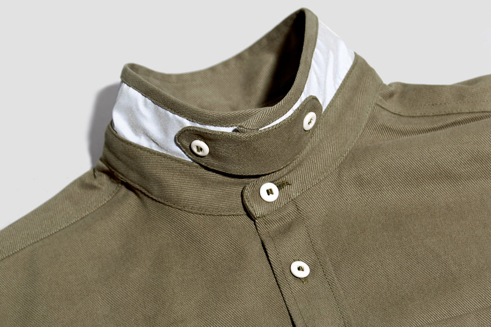 When up-turned, the two sides of the collar can be secured with a removable tab secures - reducing wind chill when on the move.