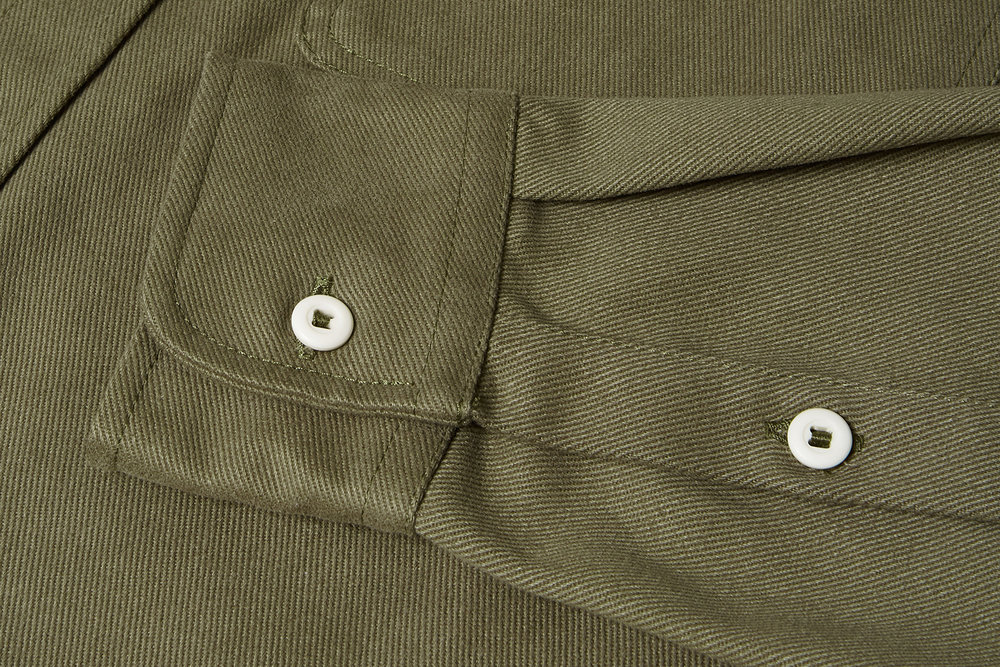 Constructed in a hardwearing 14oz cotton twill to withstand the demands of any expedition.
