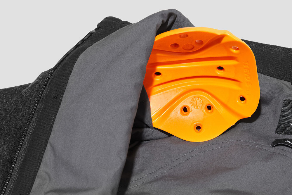 The Hockliffe Overshirt offers high-performance impact protection in the form of removable CE approved D30® Evo Pro X Elbow & Shoulder armour. An internal pocket gives the option to include D3O® Viper back armour.