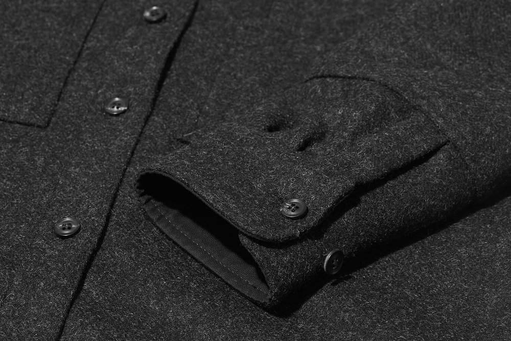 For colder days, adjustable cuffs allow the sleeves to be tightened to retain heat.