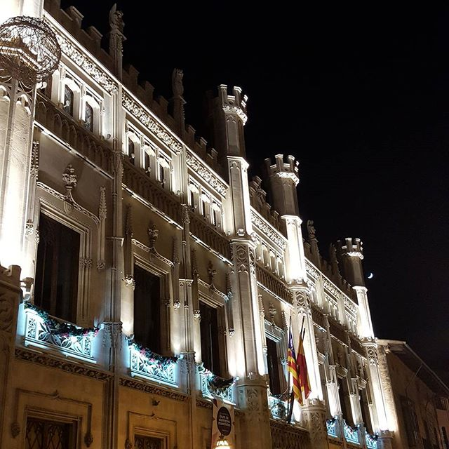 #palmademallorca all lit up for Xmas....stunning.  #Palma #mallorca2017