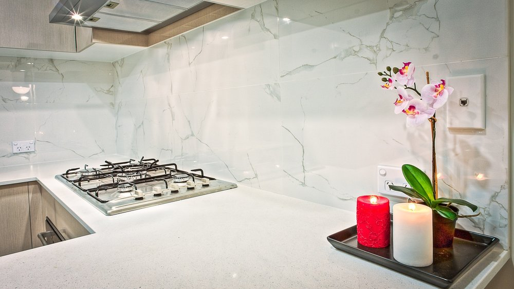backsplash-candles-contemporary-210687.jpg